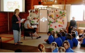 Mercury Bay Christmas Caravan story to the school children on their 'Walk Thru Christmas' at each church